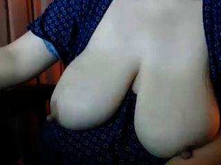 Große Nips Auf Cougar Mit Saggy Titten