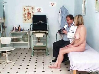 Große Tits Milf Agnesa Perverse Pussy Untersuchung