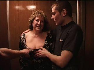 Massive Titten Granny Pt1