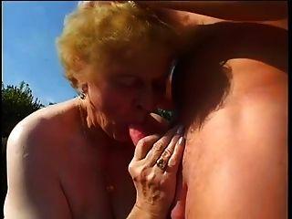 Fette Oma Im Garten Gefickt