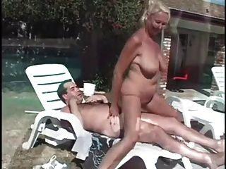 Poolside Granny Anastasia Sands Liebt Hahn