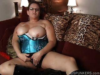 Kinky Alten Spunker In Sexy Dessous Will Dich Ficken Sie