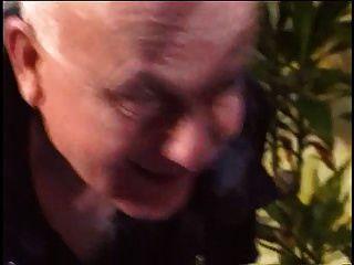 Kerl Fickt Blonde Hündin, Während Seine Frau Ihre Großen Titten Zeigt
