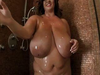 Große Titten In Der Dusche