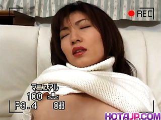 Hitomi Bekommt Den Hahn In Haarigem Schlitzhündchen