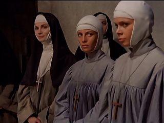 Nonne Gepeitscht