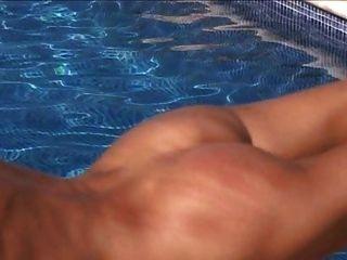 Peitschte Am Schwimmbad