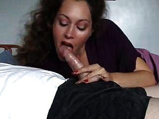 Sexy Milf Gibt Blowjob