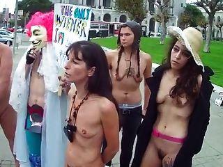 Haarige Frauen Mit Kleinen Leeren Saggy Titten Nackt In Der Öffentlichkeit