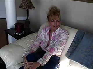 Raquel Masturbiert Mit Einem Dildo