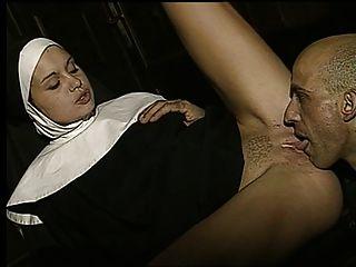 Busty Nonne Wird In Der Studie Gefickt (schlechter Klang)