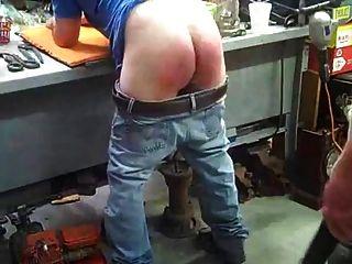 Geschnallt Von Meinem Vater In Der Garage