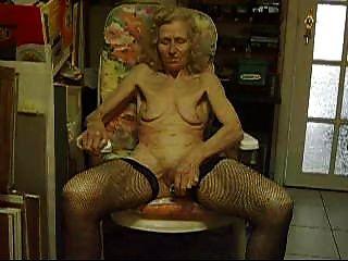 Alte Hündin Josee Hausfrau 70 Jahre ... 3
