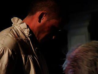 Britische Schlampe Syren Sexton Wird Mit Einem Federhut Gefickt