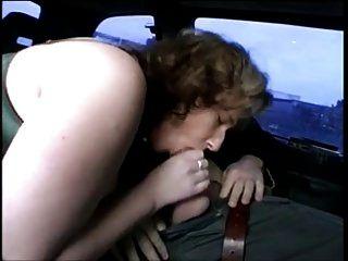 Mollige Deutsche Milf Saugen Und Ficken Im Auto