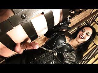 Sissy Nippel Folter