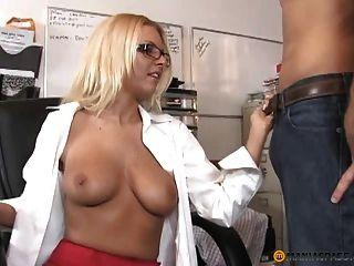 Büro Blondine Geben Einen Handjob