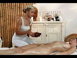 Massage In Nassen Hosen Führt Zu Einem Doppelten Happy End