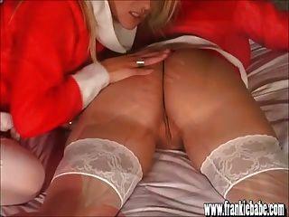 Santas Busty Blonde Lesbische Babys Lecken Und Ficken Süße Pussy