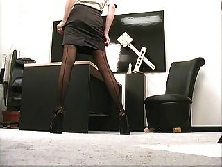 Geiles Mädchen Mit Sexy Titten Wird Im Büro Mit Ihrer Pussy Heiß