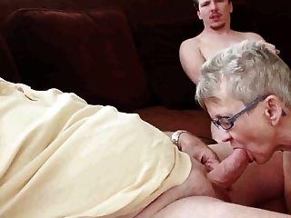 Oma Und Opa Mit Jungen