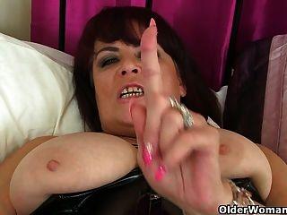 Uk Milf Christina X Finger Fickt In Pvc Und Nylon Strumpfhosen