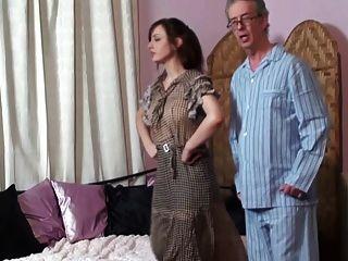 Mom Spanks Tochter Und Vater