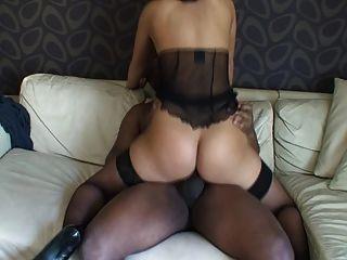 Slutwifex Reitet Schwarzen Schwanz Auf Couch