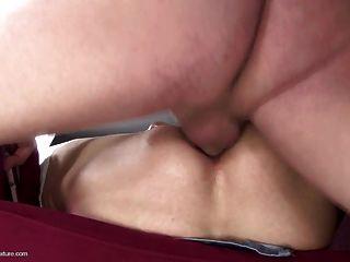 Mutter Bekommt Anal Fuck Und Pipi In Den Mund