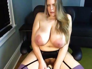 Eine Primer Reife Mom Saggy Große Riesige Natürliche Tits Masturbieren