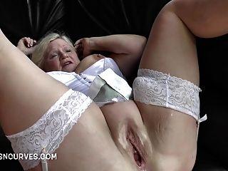 Oma Brauchte Einen Zwei Schwanz Zu Sehen