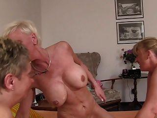 Xxx Omas Foursome Fuck Für Freche Deutsche Blonde Grannies
