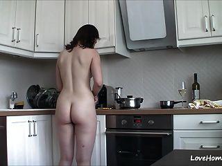 Nude In Der Küche Macht Sie Glücklich!