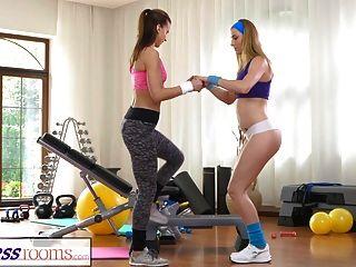 Fitnessräume Heiße Babes Mit Sex In Der Turnhalle