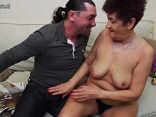 Oma Mit Sex Mit Jüngeren Kerl