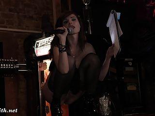 Jeny Smith Nacktes Mädchen In Einer Bar Und Auf Der Bühne