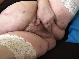 Reife Mutter Mit Sehr Großen Titten Und Haarige Muschi