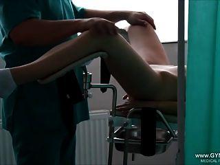 Mädchen Orgasmus Auf Dem Gynstuhl