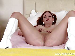 Hot Babe Masturbiert In Pvc Stiefeln Nude Tan Nylonstrumpfhosen