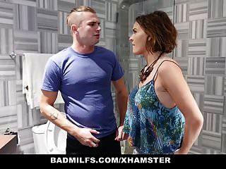 Badmilfs Stepson Teilt Seine Gf Mit Stepmom