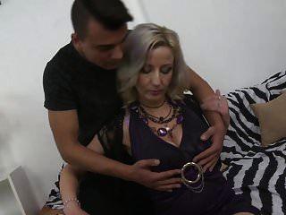 Sexy Mutter Brenda Bekommt Doggy Von Sohn