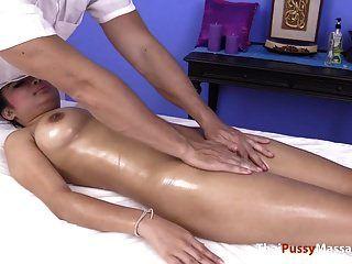 Big Titty Öl Und Muschi Massage