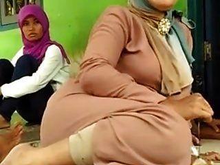 Schöne Mutter Hijab Füße!