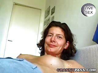 Deutsch Reife Spielt Mit Ihrer Muschi
