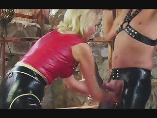 Blonde Herrin Ballbusting Zurückhaltender Sklave