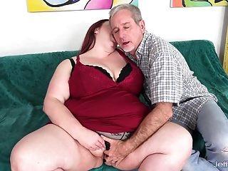 Dickes Mädchen Nimmt Schwanz In Muschi Und Sperma In Den Mund
