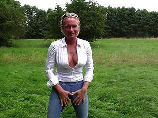 Mydirtyhobby Angelalpha Outdoor In Engels Mund Gepinkelt