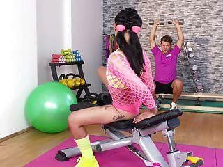 Fitnessräume Hot Thai Babe Bekommt Tief Anal Creampie Workout