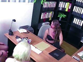 Deutsche Milf In Echten 3some Weiblichen Casting Mit Jungem Paar