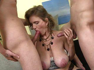 Sexy Reife Mütter Verführen Junge Söhne